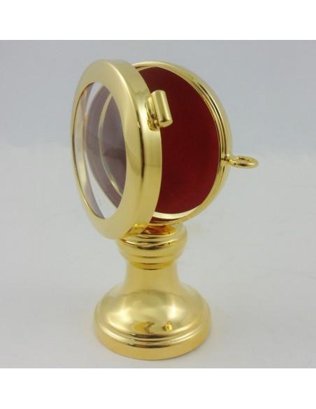 Relicario con base de latón dorado. Medidas: 5.5 Ø x 9.5 cm.
