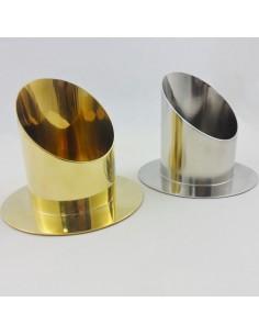 Candelero dorado de metal, para velas de cera liquida o cera normal.  Disponible en las siguientes medidas:  - 5cm Ø - 6cm