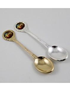 Cucharilla metal con imagen del Sagrado corazon, en caja  10 cm largo.  Disponible en dorado y plateado.