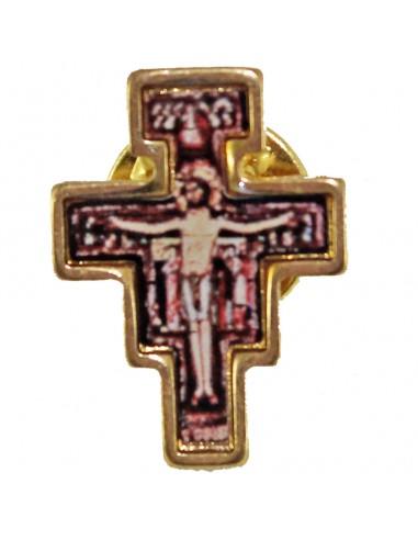 Pin de Cruz de San Damián Medida: 2 cm de alto x 1,5 cm de ancho