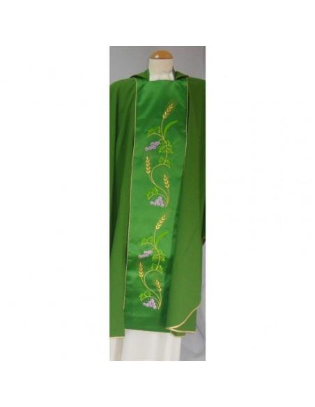 Casulla verde, tela trevira, con bordado uvas y espigas