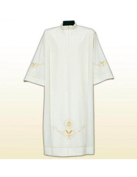 Alba con ricos bordados y tablas. Composición: 55% poliéster - 45% lana Color de la tela: marfil