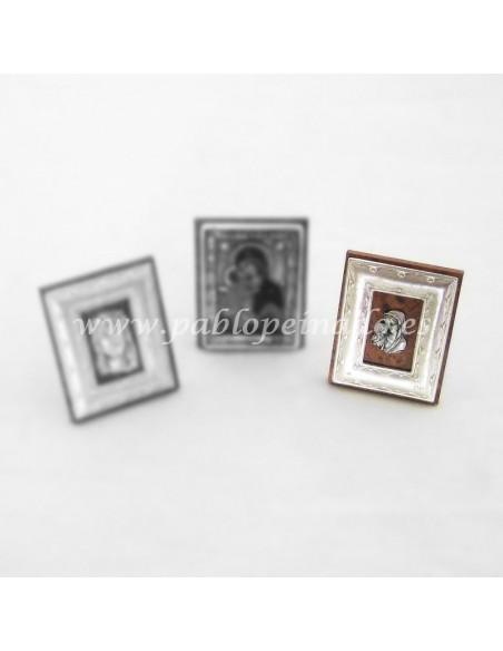 Icono de sobremesa con apoyo. Disponible en diferentes acabados, tanto clásico como bizantino. Dimensiones 5 x 4 cm.