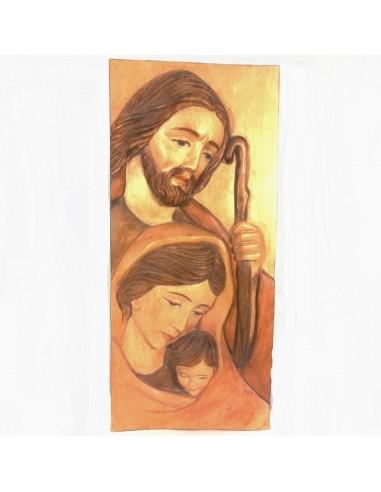 Cuadro de la Sagrada familia realizado en talla de madera.  Dimensiones: Alto 44 x ancho 20 cm.