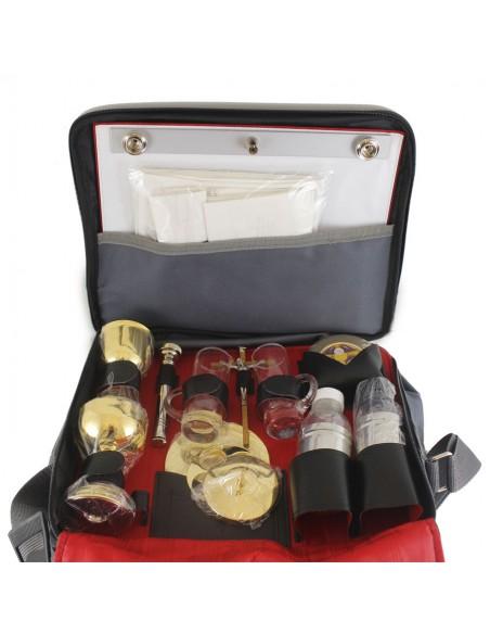 Maletin de celebración. Incluye: portaviatico, crismeras, jarritas de vinajera, cáliz, copón, hisopo pequeño, crucifijo, velas