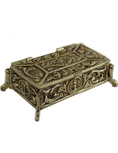 Caja de llaves para sagrario en bronce. Decorado con motivos vegetales y JHS. Tondo con cáliz en anverso y crismón en el revers