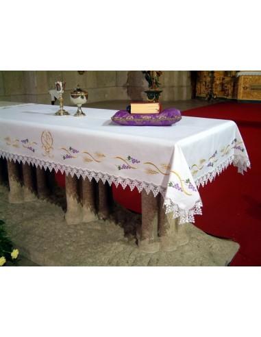 Mantel de altar bordado por los 4 lados con  uvas espigas, con puntilla en el borde, disponible como en la foto pero el bordado