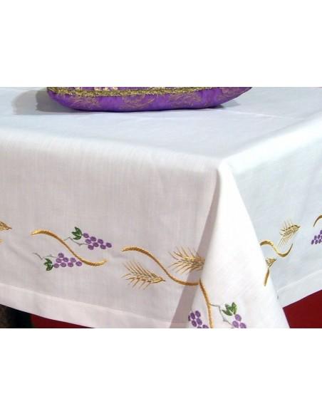 Mantel de altar bordado uvas espigas con bordado y sin encaje. 75% poliester 25 % algodón.  Disponible en diferentes medidas,