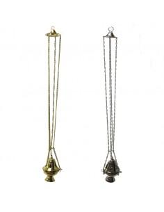 Incensario de metal Medida: 18 cm de altura x 13 cm de ancho Largura total: 97 cm Disponible en color plateado y dorado