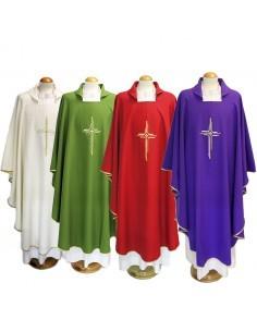 Casulla con bordado de cruz y tejido poliester  Disponible en varios colores.