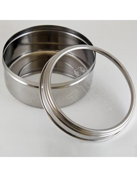 Caja para formas de acero inoxidable. Tapa transparente con simbología IHS.  Dimensiones: 8 cm de alto x 17 cm de ancho