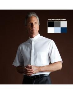 Camisa para sacerdote de manga corta Trilla Desta mezcla algodón. La camisa tiene el cuello adaptado para la tirilla o alzacue