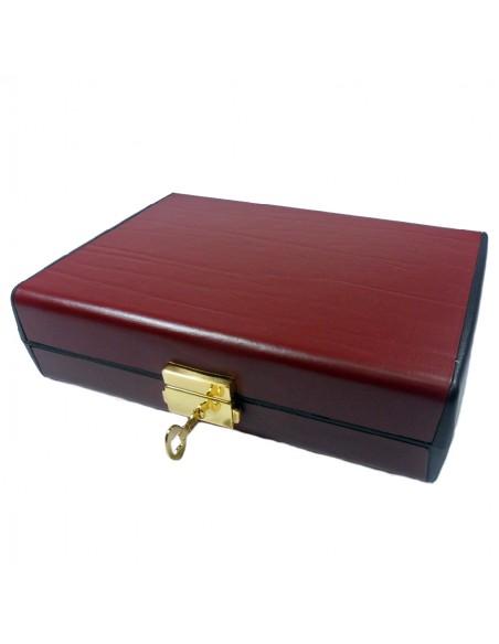 Esuche sacramentos en color rojo oscuro. incluye: crismeras, hisopo, cáliz modular de diferente capacidad, estola, paño altar,