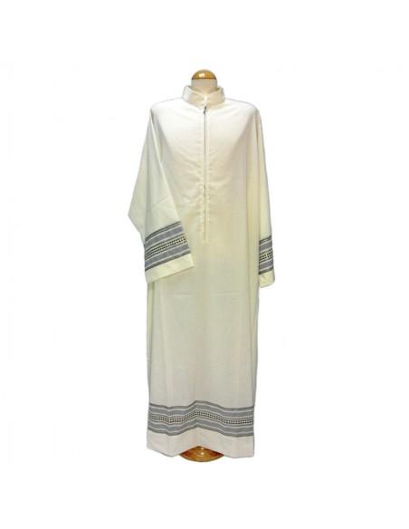 Alba manga larga sin pliegues. Cremallera delante y cuello tipo sotana.