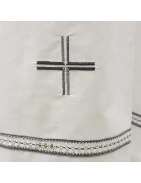 Alba mixto algodón con una cenefa y cruz sin tablas.