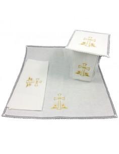 Conjunto de altar 50% lino / 50% algodon.  Compuesto por dos purificadores (uno cosido), una palia y un corporal