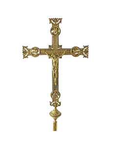 Cruz parroquial en bronce con acabado en dorado. Cada extremo de la cruz está compuesto por un Evangelista labrado.  Dimensi