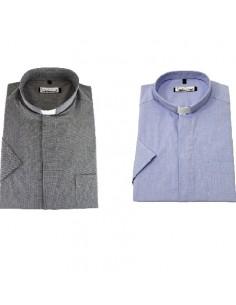 Una camisa de sacerdote. Transpirable, agradable al tacto, ideal para días calurosos, planchado fácil.  Manga corta.  Dispo