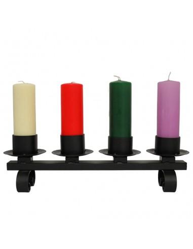 Candelero de adviento de sobremesa en forja. Para velas Ø 6 cm.  Dimensiones: 50 x 15 cm sin velas.  Se sirve sin velas.