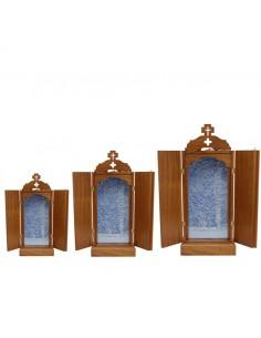 Capilla de madera barnizada con interior acolchado azul.  Disponible en diferentes medidas. Todas las capillas tienen una pro