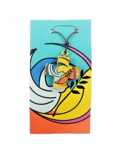 Cruz madera Confirmación. En el centro encontramos una ilustración de una paloma blanca con una rama de olivo sobre un fondo am