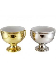 Acetre disponible en color plateado y dorado, 19x18 cm.   Los hisopos se venden por separado (artículo 002929).