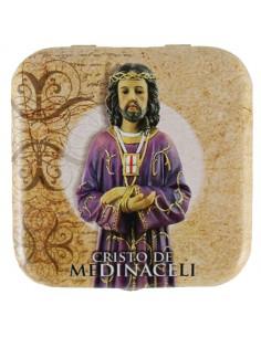Caja de lata de caramelos de menta. Imagen de Cristo de Medinaceli en la parte exterior de la cajita.