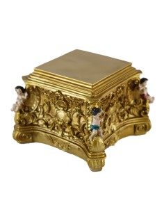 Peana pequeña de mesa. Peana cuadrada para mesa, realizada en resina. Medidas de la peana:  Base superior: 8 x 8 cm Base in