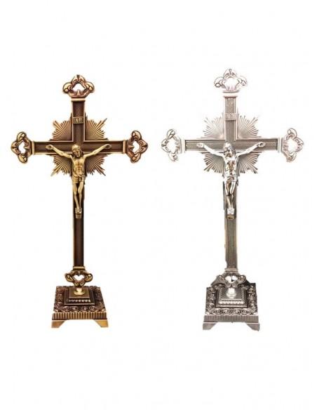 Crucifijo de sobremesa de metal. Disponible en dorado y plateado