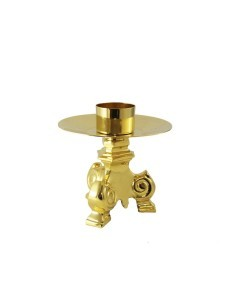Candelero con acabado dorado de 3 patas. Mechero de 5 cm.  Dimensiones: 11x11cm.