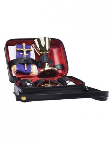 Maletin de cuero para la celebración completa.  Este maletín incluye: Cáliz, patena,2 crismeras,un pequeño altar portatil,port