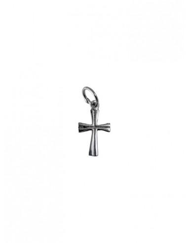 Cruz de plata con grabado interior.  Disponible en 2 medidas:  de 1.5 cm y 2 cm.
