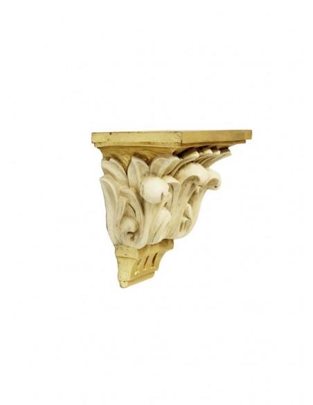 Repisa en resina terminación dorada con detalles florales en relieve.  DIMENSIONES:  Base de apoyo: 22 de ancho x 14 de fon
