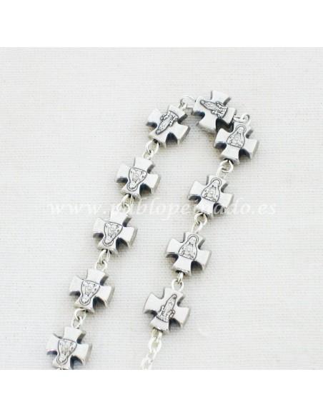 Pulsera con cruces plateada 7 x 7 mm.