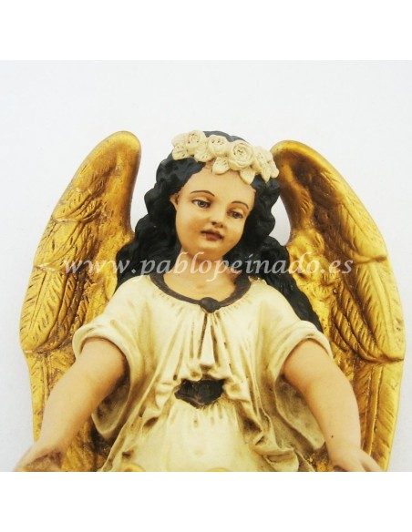 Pila de agua bendita con ángel.  Dimensiones: 35x20 cm.