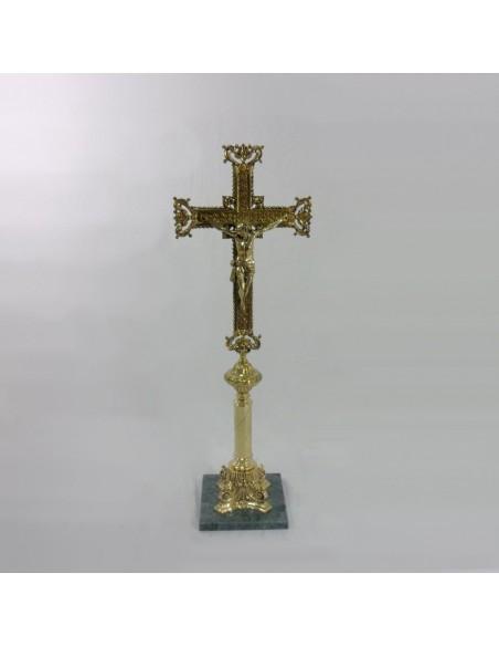 Cruz sobremesa bronce con base de mármol.  Dimensiones:  Altura 84 cm Base marmol: 21x21 cm