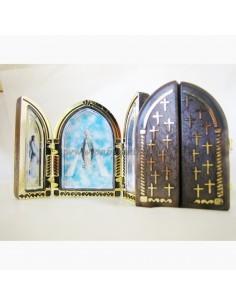 Triptico con diferentes imagenes, Virgen del Carmen, Sagrado Corazón de Jesus y Virgen Milagrosa. Dimesiones: 8 cm