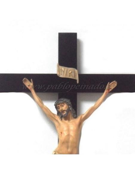 Crucifijo resina con cruz madera. Dimensiones Cristo: 40 cm Dimensiones Cruz: 70x37 cm