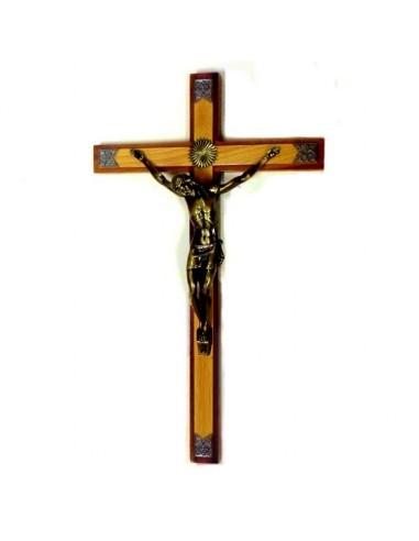 Crucifijo de pared. La cruz es de madera de 42 cm de altura y el cristo es metálico de 22cm. La cruz tiene un borde color made