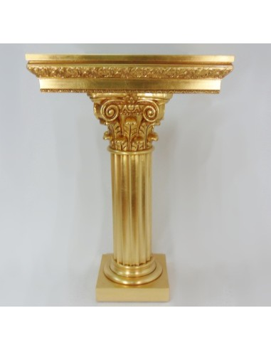 Columna de madera, pan de oro. Medidas:  Base de arriba: 65 x 65 cm Altura: 100 cm