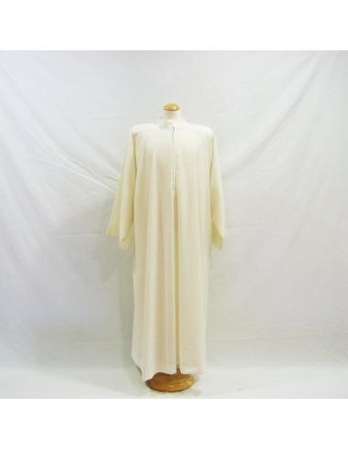 Alba sin tablas cuello sotana.